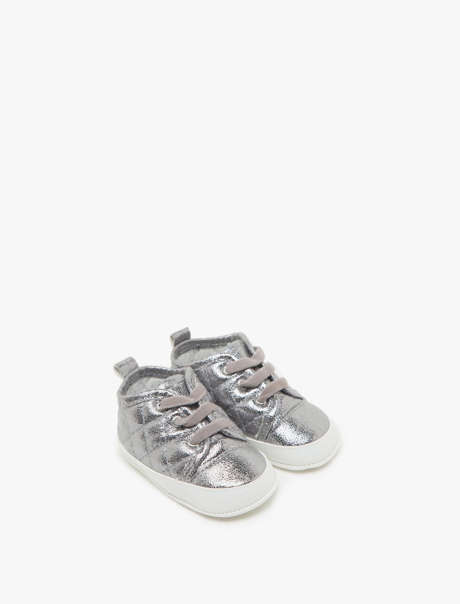 84155bd04 Bağcıklı Spor Ayakkabı. Bağcıklı Spor Ayakkabı. Fotoğrafı büyütmek için  üzerine tıklayınız