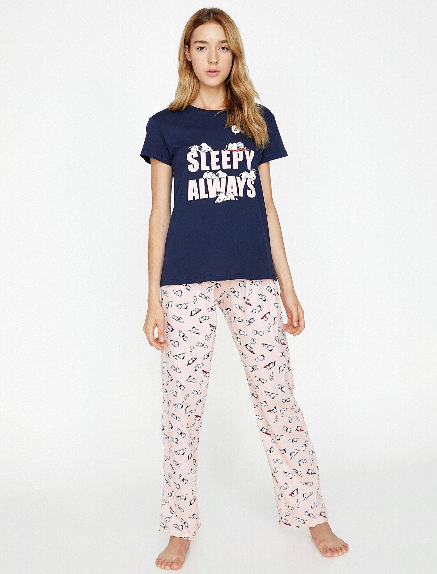 disponible où puis je acheter aspect esthétique Snoopy Printed Pyjama Set