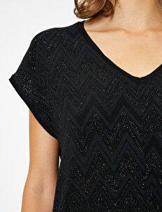 Sim Detaylı T-Shirt