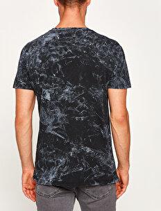 Music Licenced Kiss Printed T-Shirt