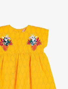 İşleme Detaylı Elbise
