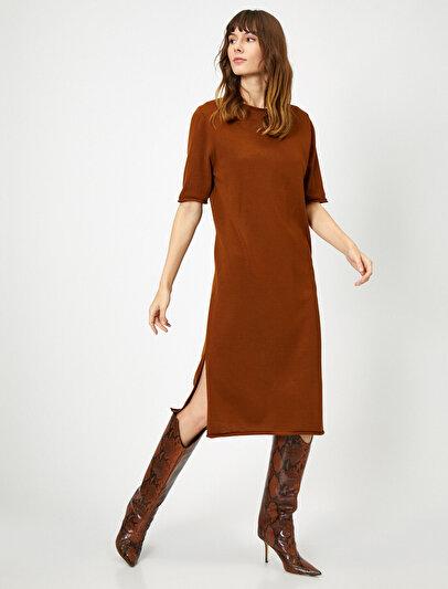 Yırtmaç Detaylı Elbise