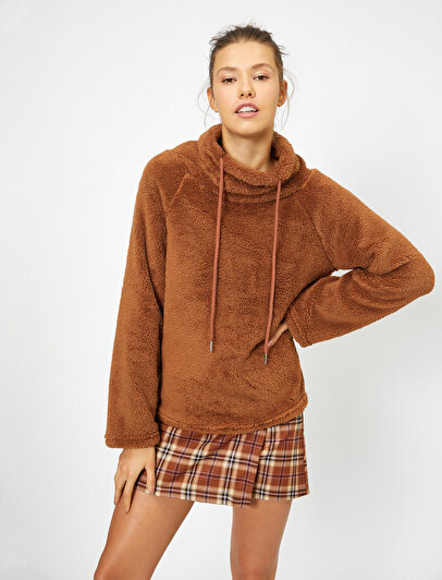 Yüksek Yaka Peluş Sweatshirt