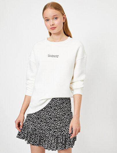 Skirtly Yours Styled by Melis Ağazat - Yazılı Baskılı Sweatshirt