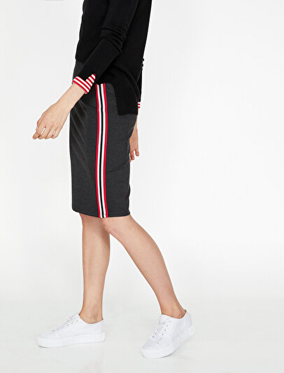 Piping Detailed Skirt