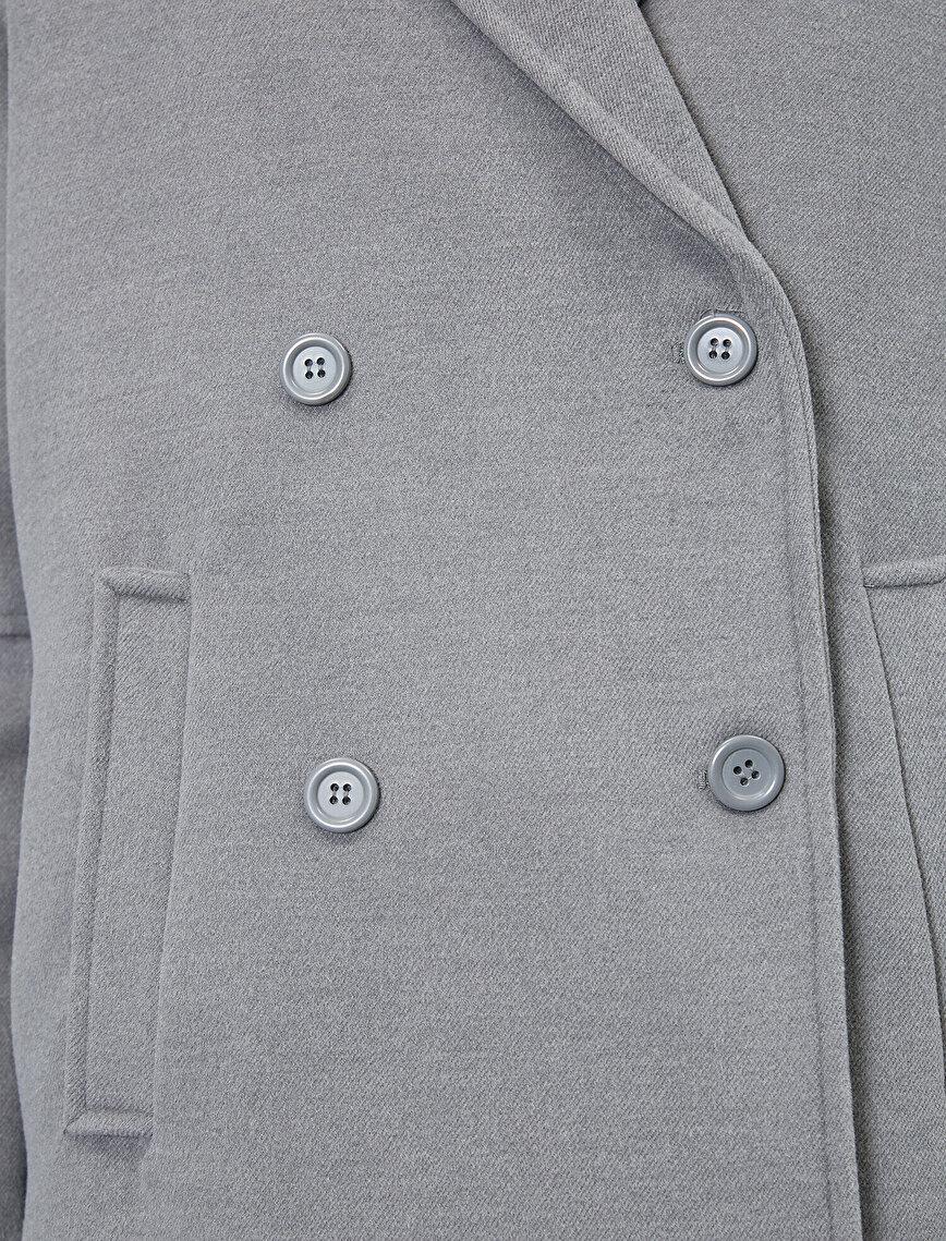 Düğme Detaylı Kaban