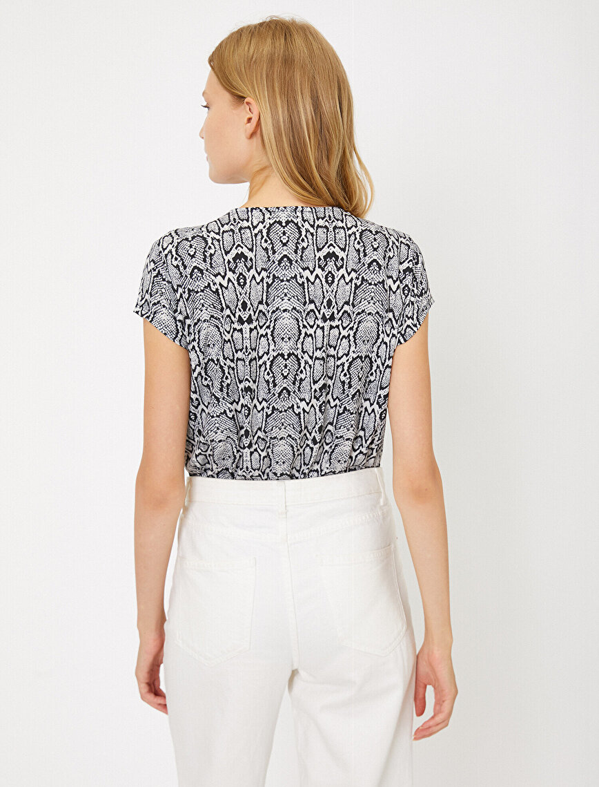 Yılan Derisi Desenli T-Shirt