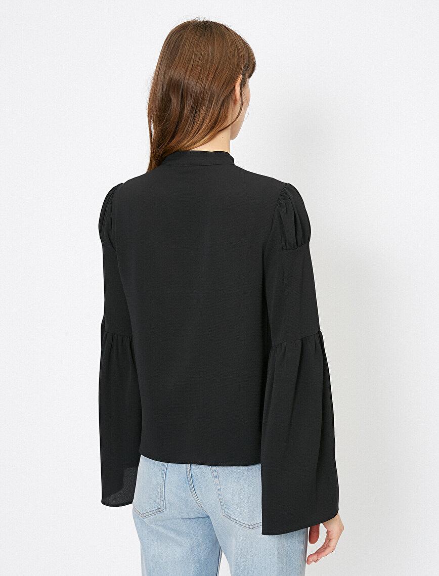 Kol Detaylı Volanlı Gömlek