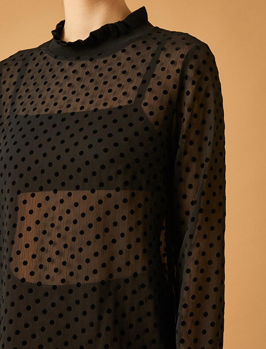 Puantiye Desenli Dik Yakalı Bluz
