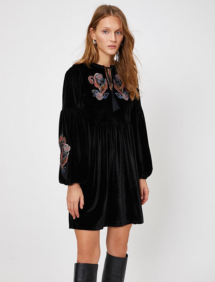 İşlemeli Elbise