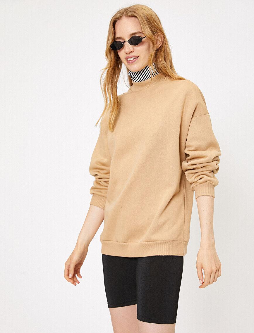 Yüksek Yaka Sweatshirt