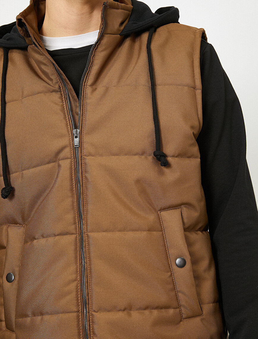 Stand Neck Pocket Zipper Detailed Hooded Puffer Vest