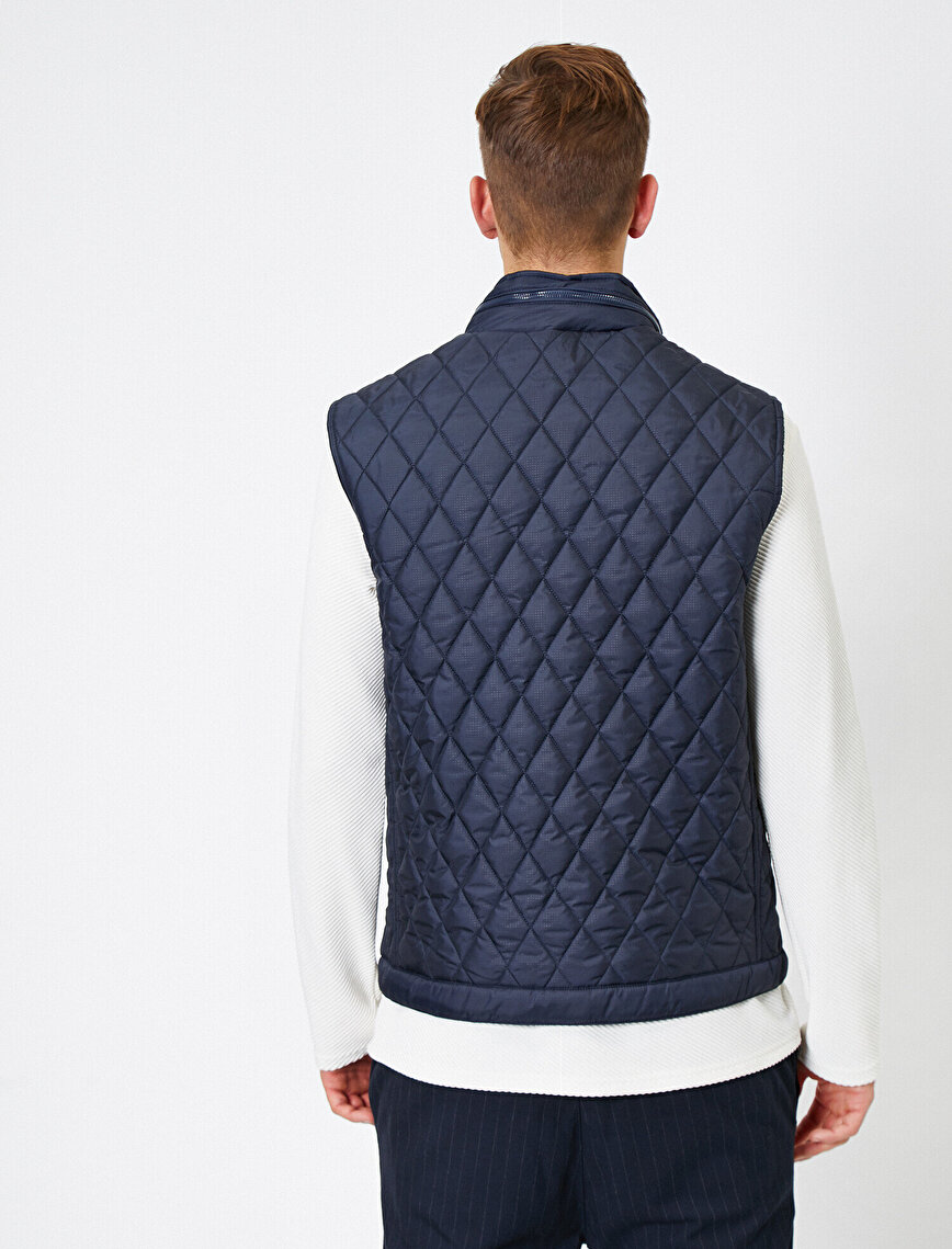 Quilted Stand Neck Pocket Detailed Vest