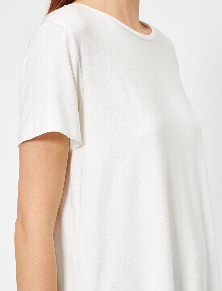 Yırtmaç Detaylı Bol Kesim Tişört