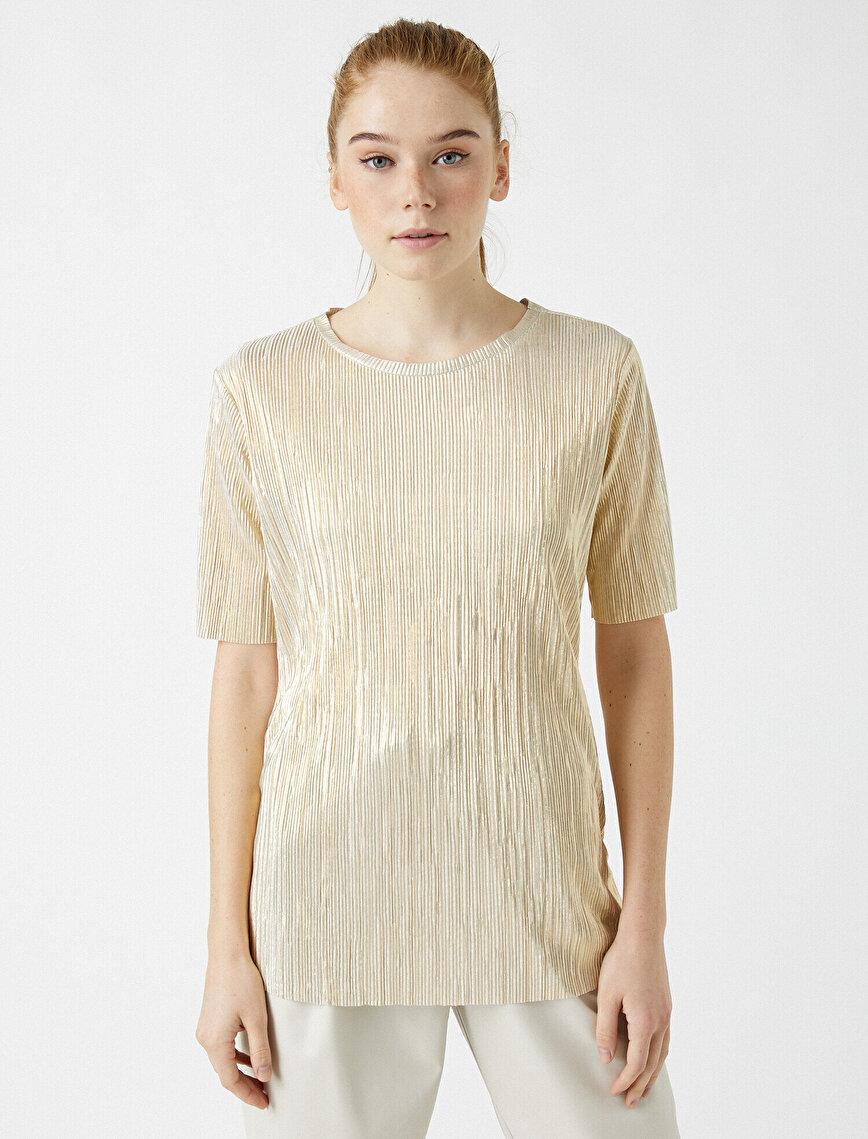 Kısa Kollu Pileli Tişört