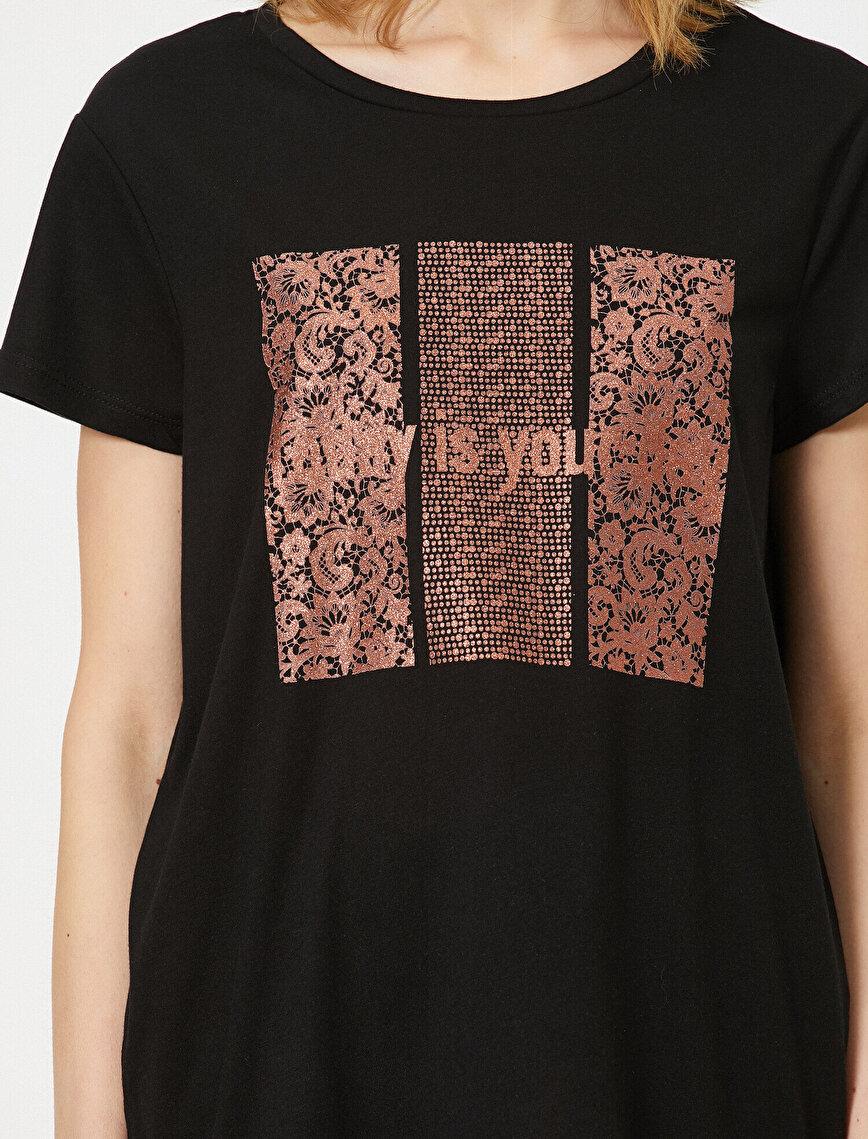 Yazı Baskılı Şal Desenli Tişört