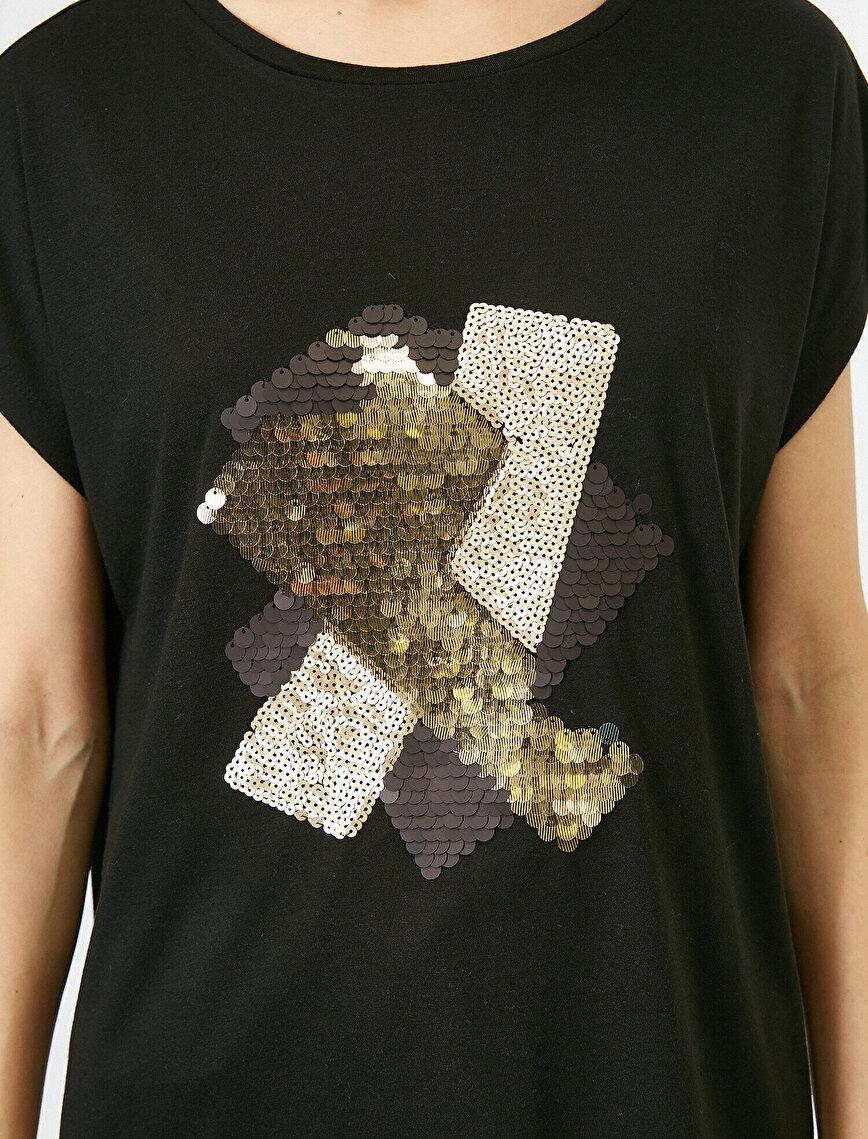 Pul Detaylı Kısa Kollu Tişört