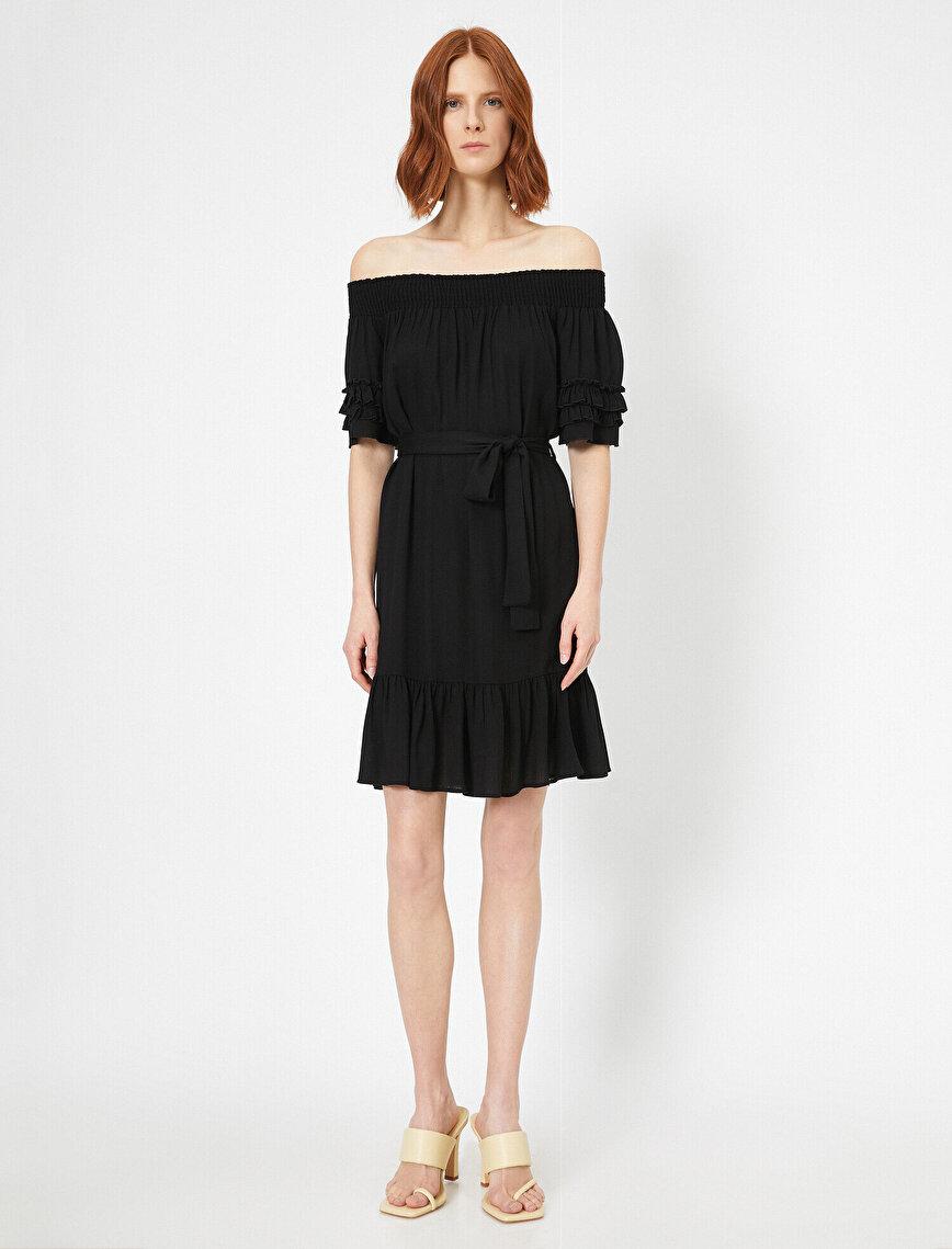 Düşük Omuzlu Fırfır Detaylı Elbise