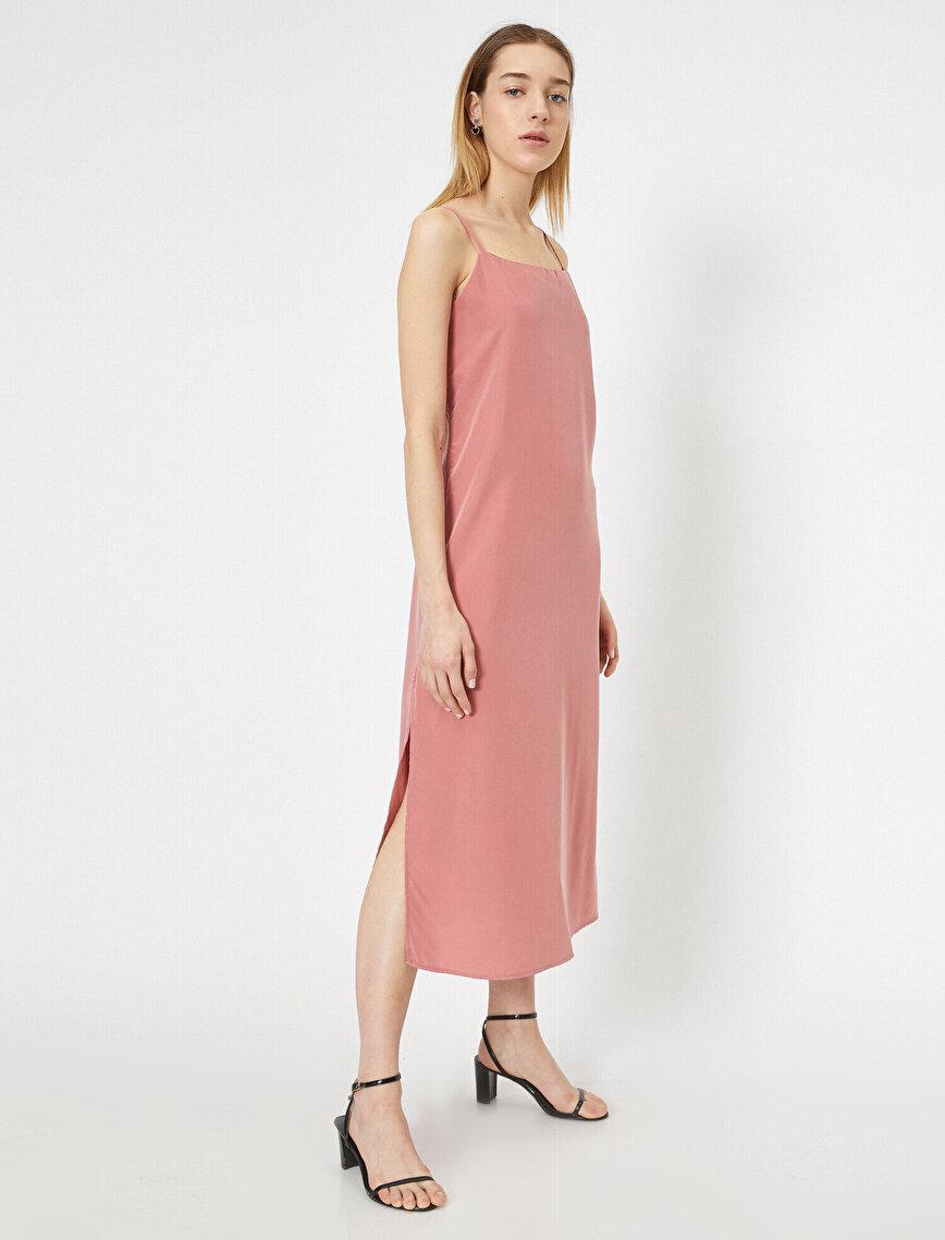 Yanları Yırtmaç Detaylı İnce Askılı Midi Elbise