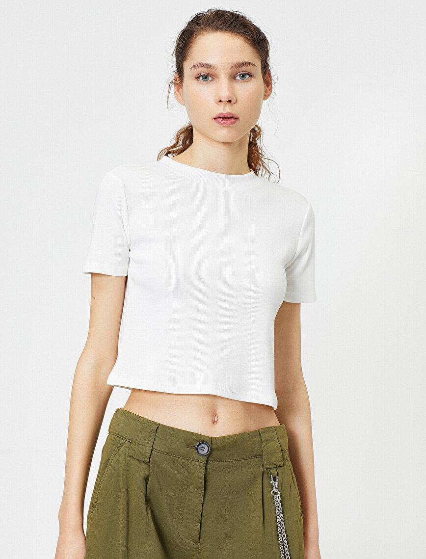 Dik Yaka Basic Kısa Kol Tişört