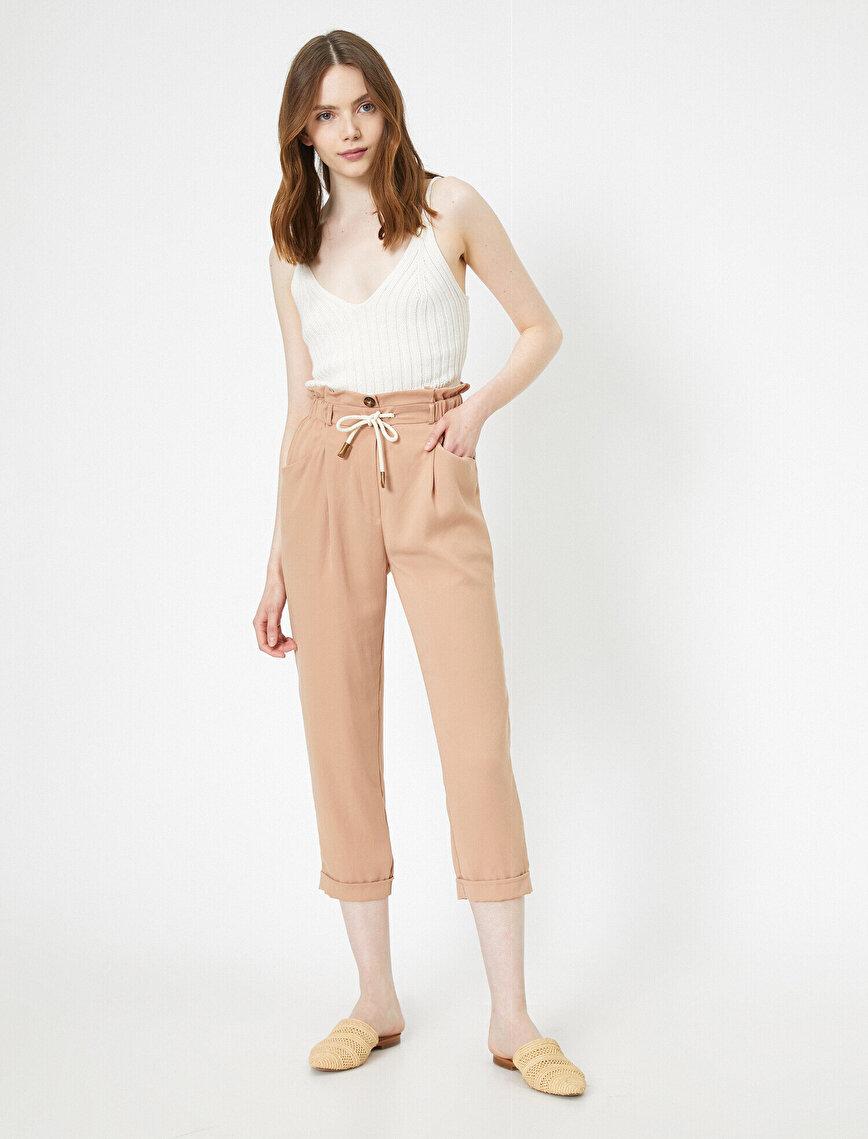 Beli Büzgü ve Bağcık Detaylı Cepli Duble Paça Pantolon