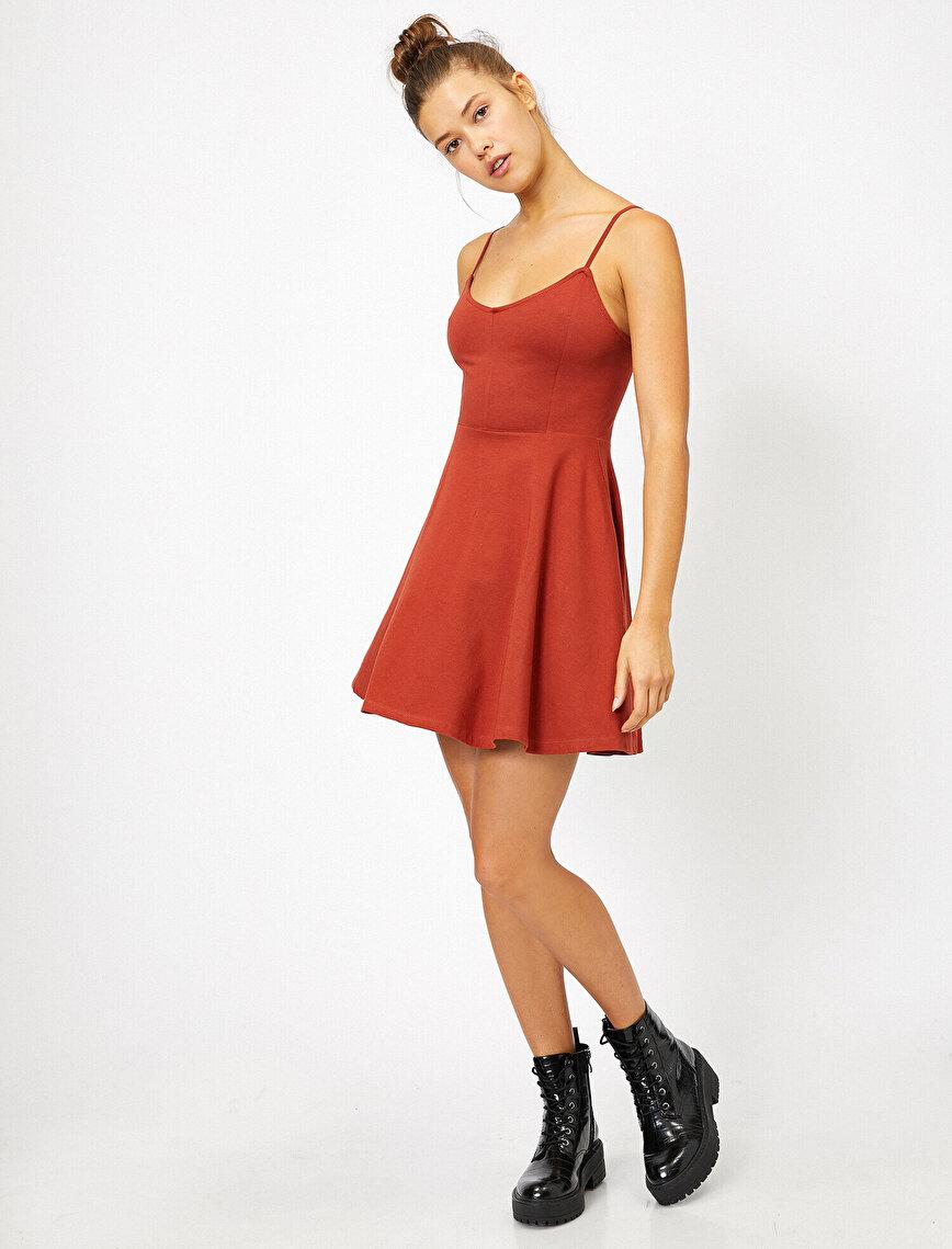 Sırt Detaylı Askılı Mini Elbise