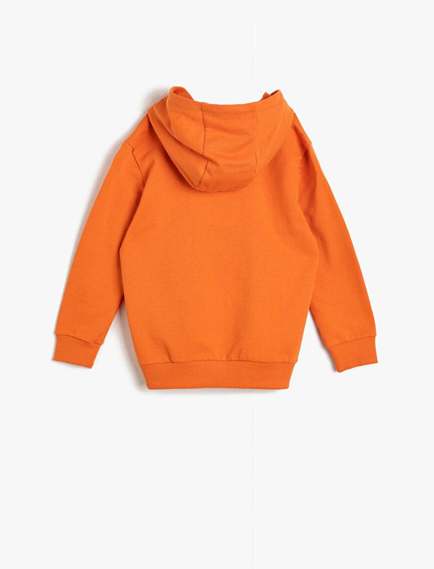 Kapüşonlu İçi Yumuşak Tüylü Kumaştan Ribanalı Baskılı Sweatshirt
