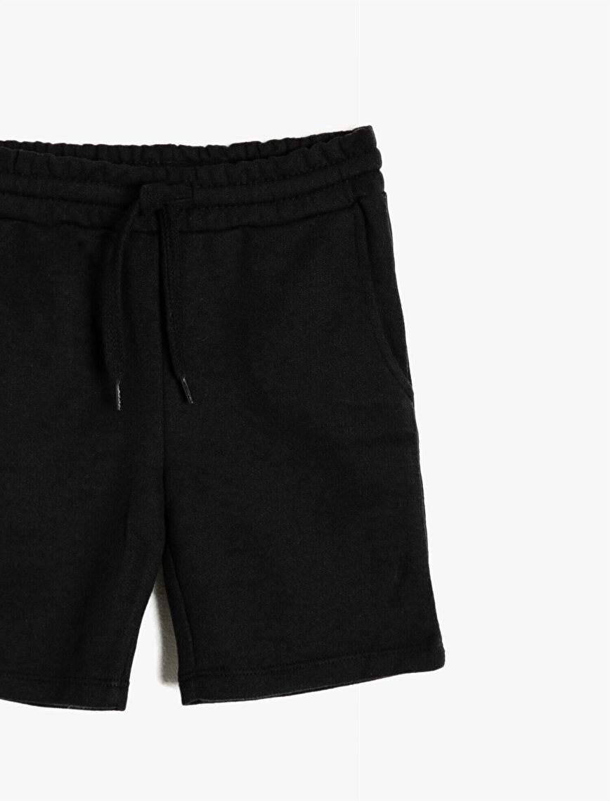 Basic İnce Sweat Kumaşından Cepli Beli Kordonlu Şort