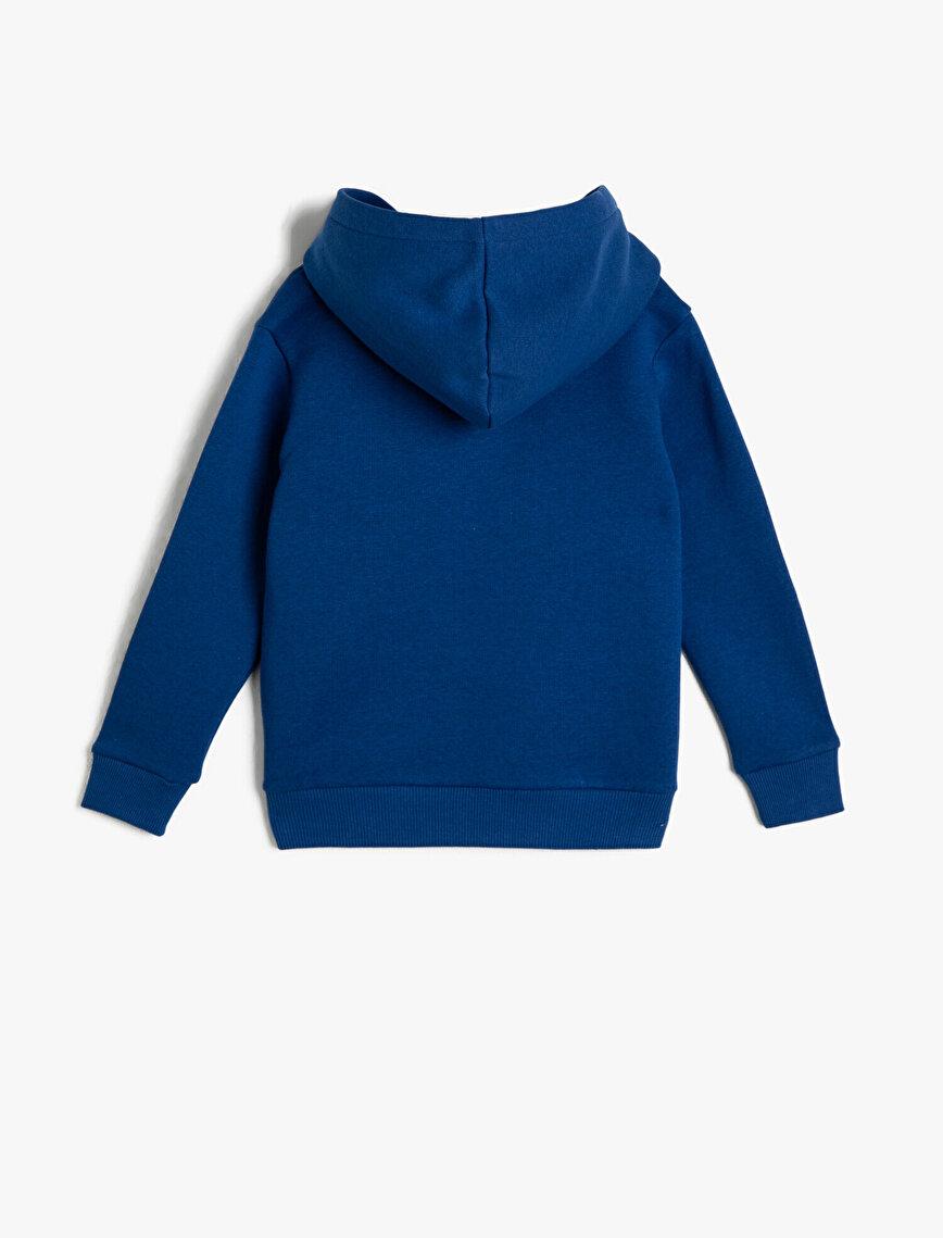 İçi Tüylü Kumaştan Kapüşonlu Göğsü Kontrast Nakışlı Sweatshirt