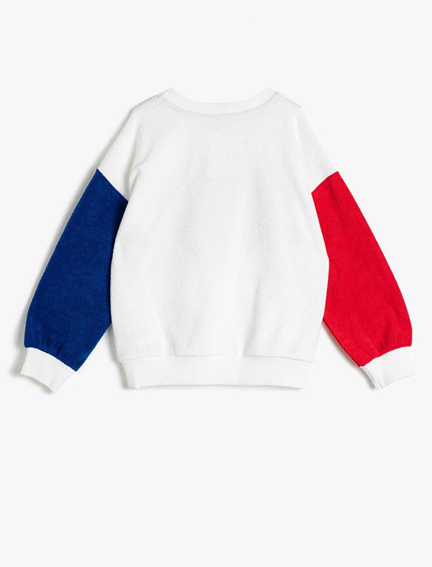 Havlu Kumaştan Farklı Renk Kol Detaylı Simli Yazılı Baskılı Sweatshirt
