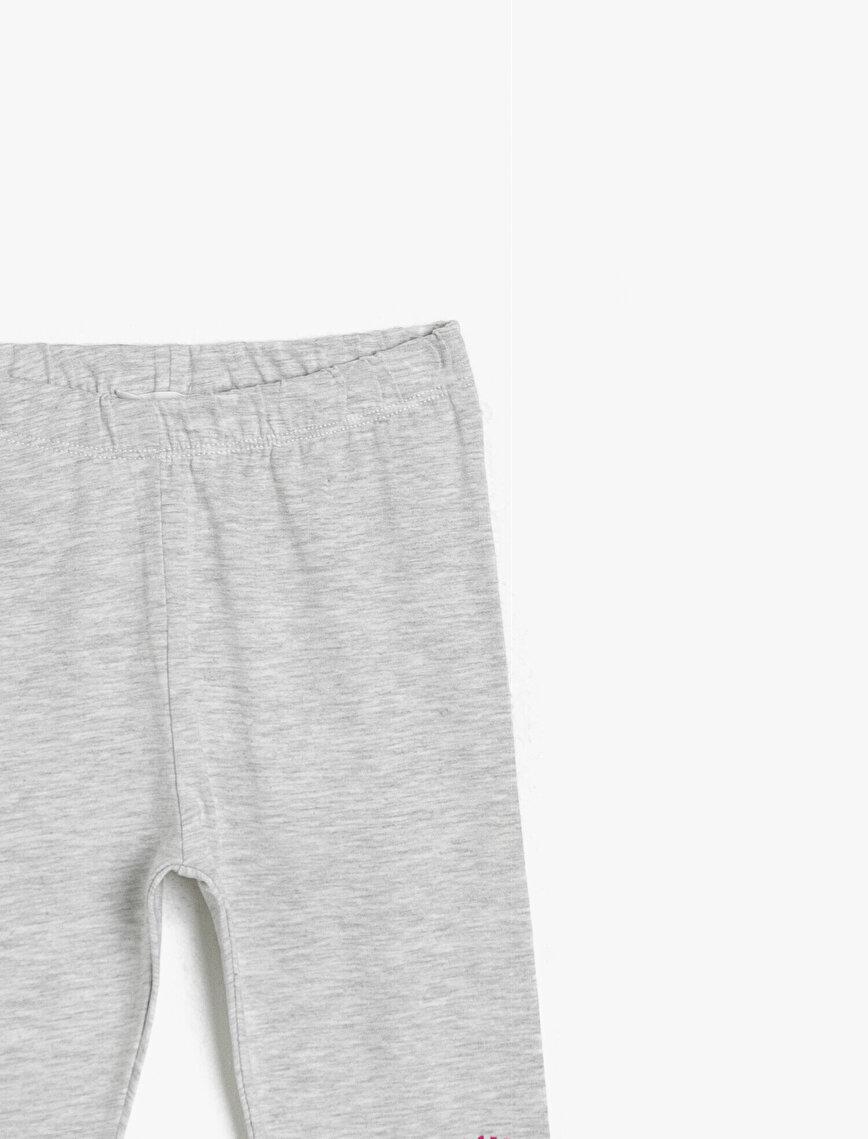 Yanda Yazılı Baskılı İnce Esnek Kumaştan Normal Bel Uzun Boy Tayt