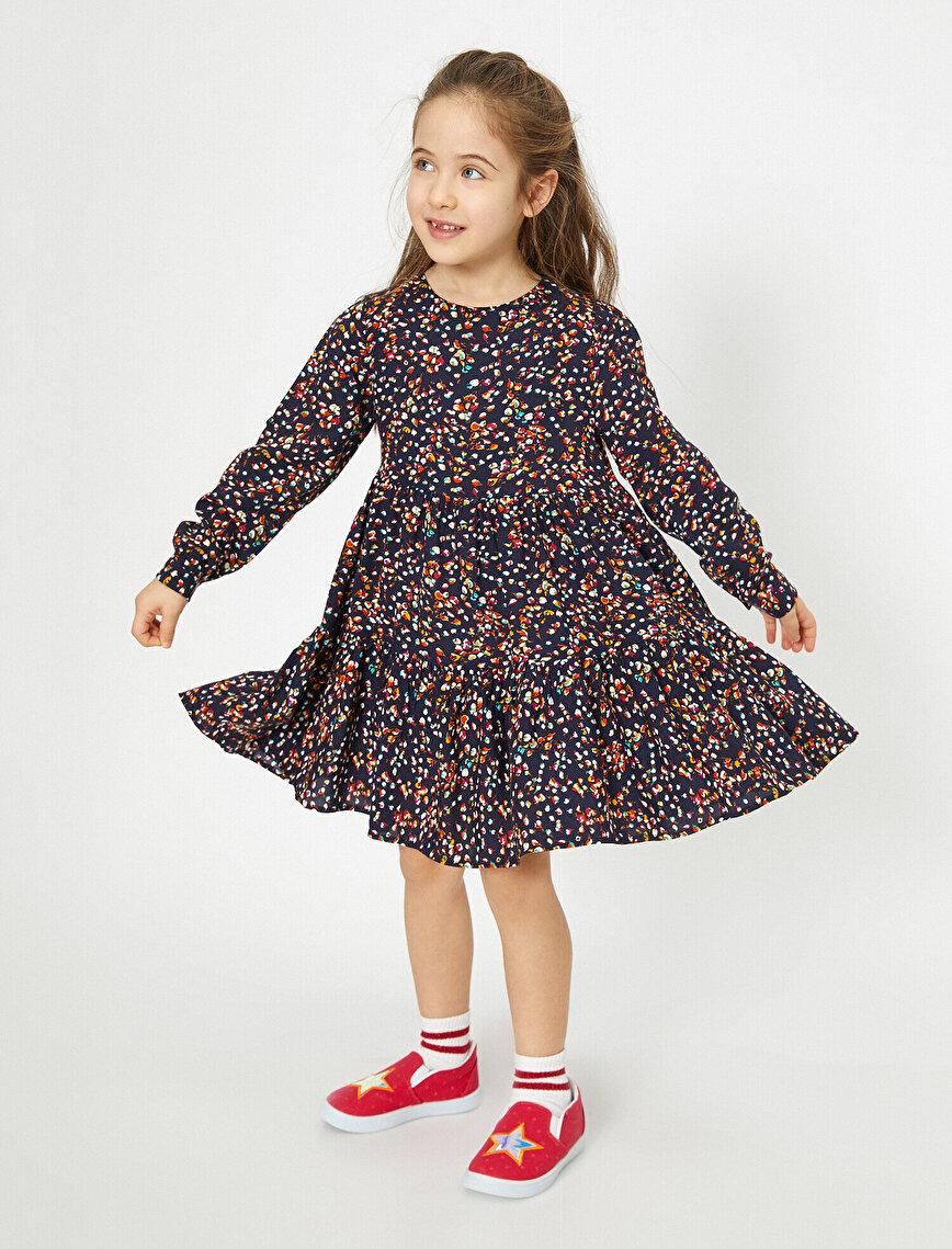 Çiçekli İnce Dökümlü Kumaştan Bol Kesim Büzgülü Orta Boy Elbise