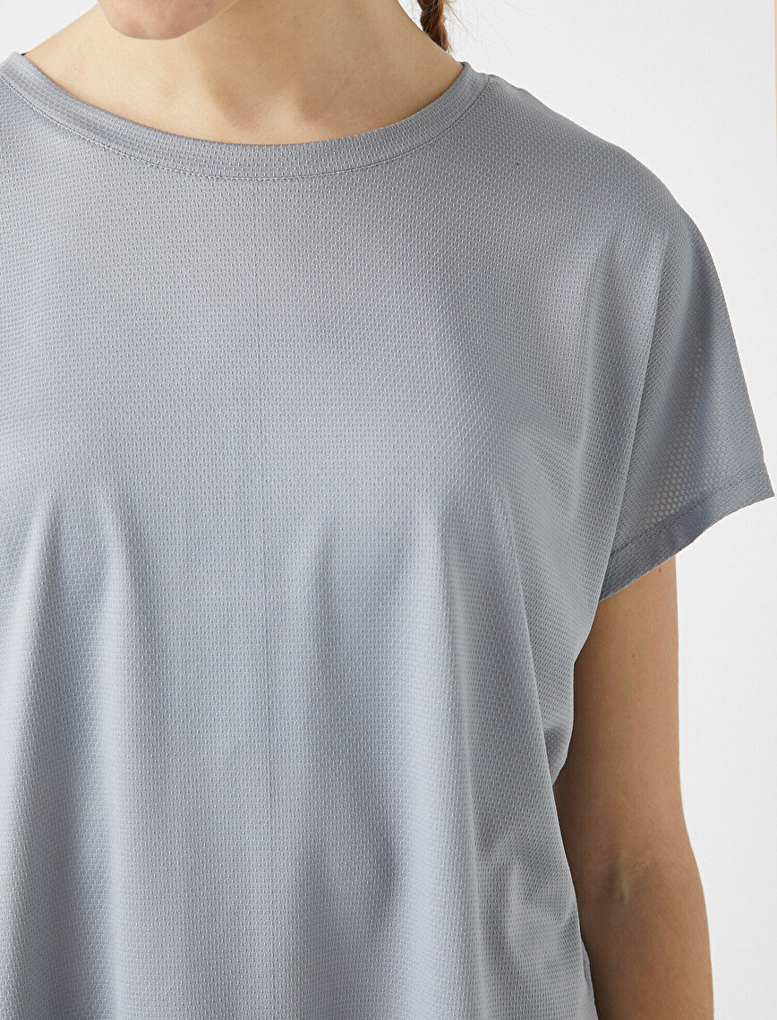 Short Sleeve Window Detailed T-Shirt