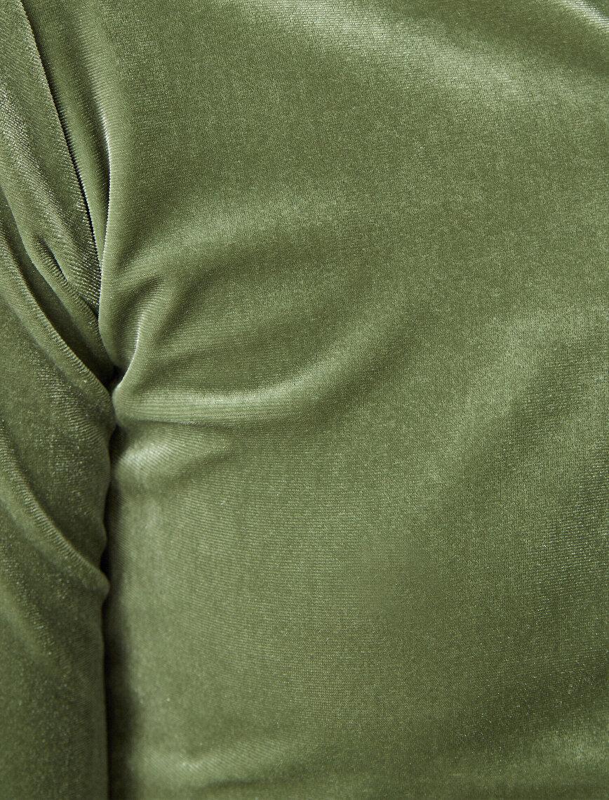 Dik Yaka Fermuar Detaylı Tişört