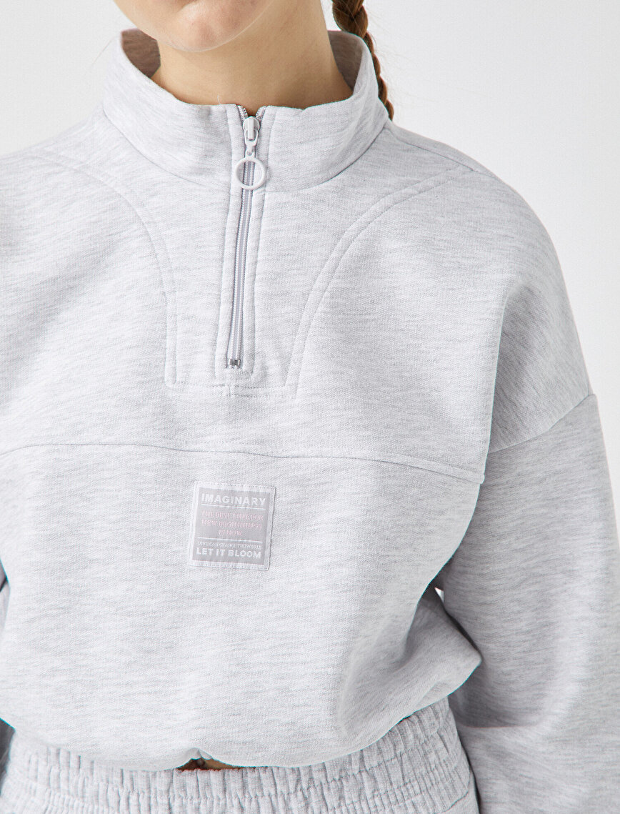 %100 Pamuk Dik Yaka Sloganlı Crop Sweatshirt