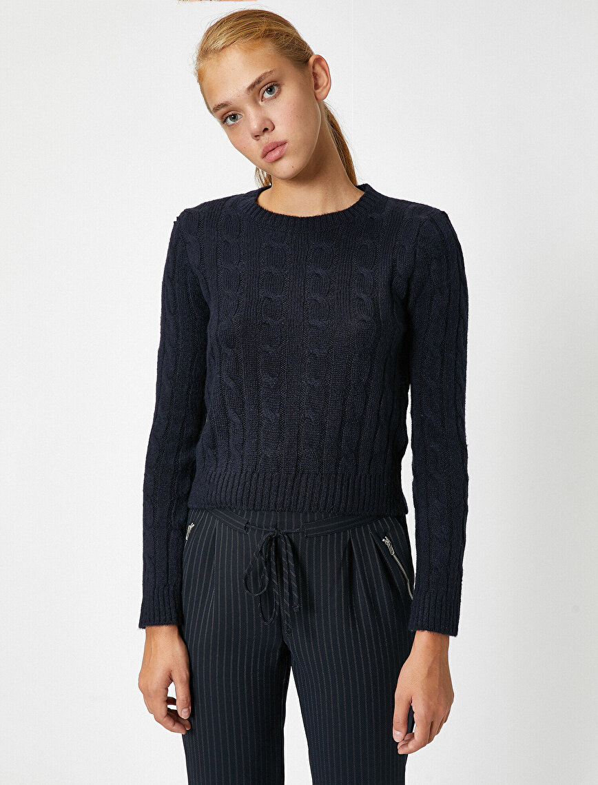 Crew Neck Long Sleeve Cable Knitting Sweater