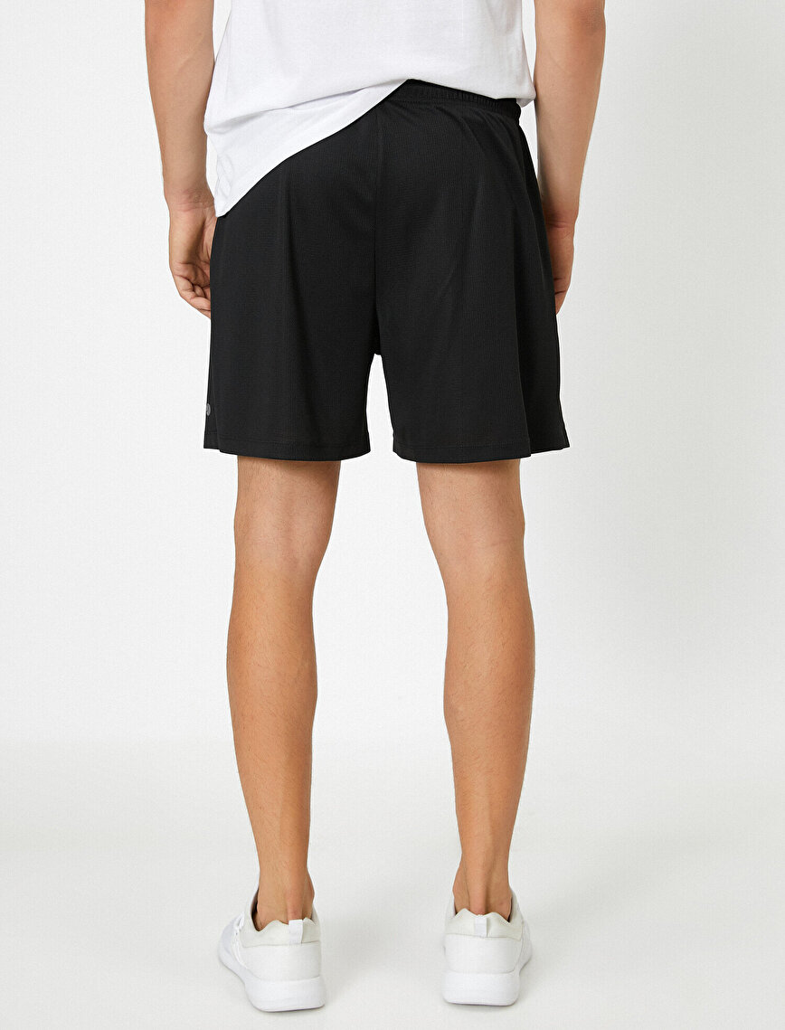 Medium Rise Pocket Detailed Basic Shorts