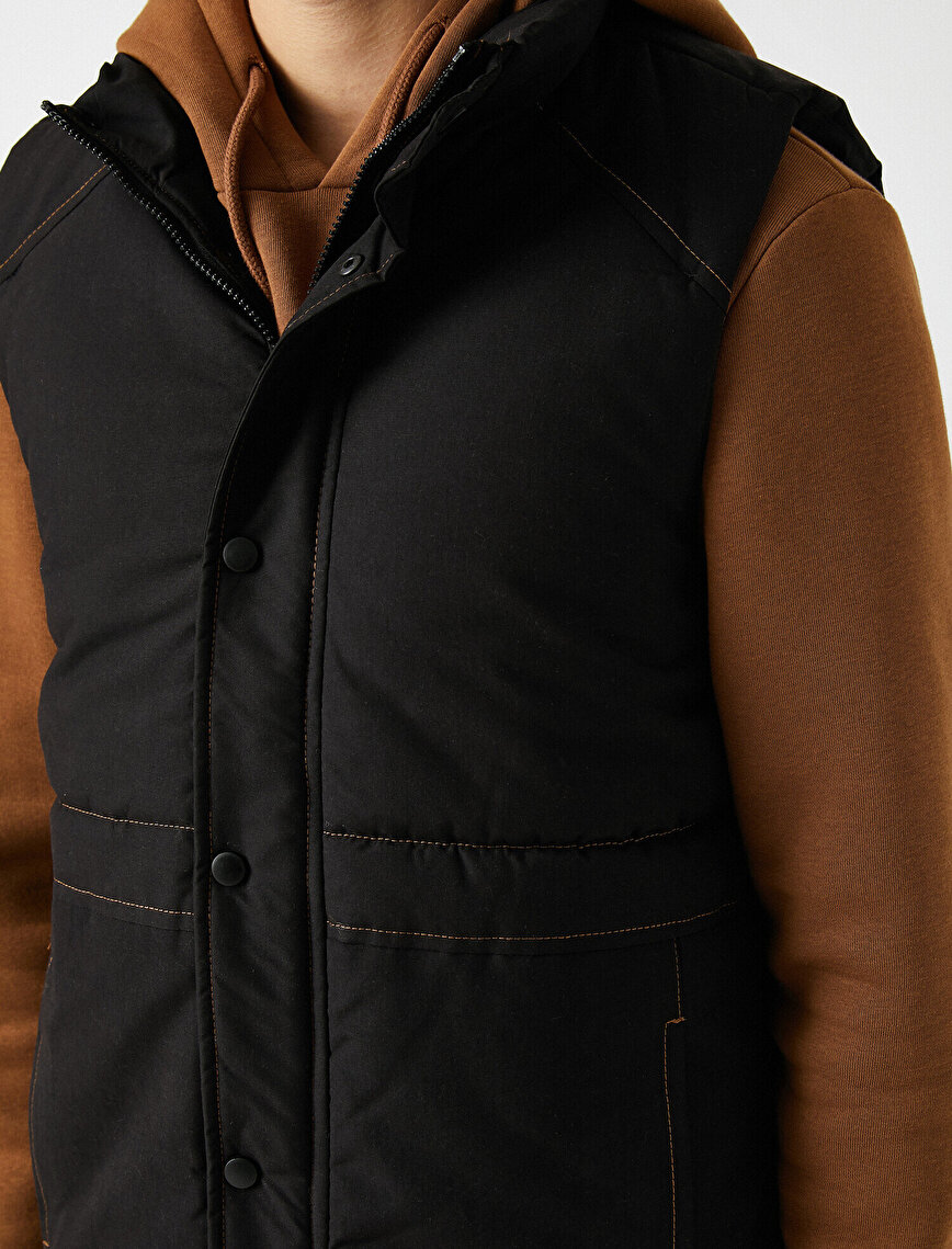 Stand Neck Pocket Detailed Zipper Detailed Vest