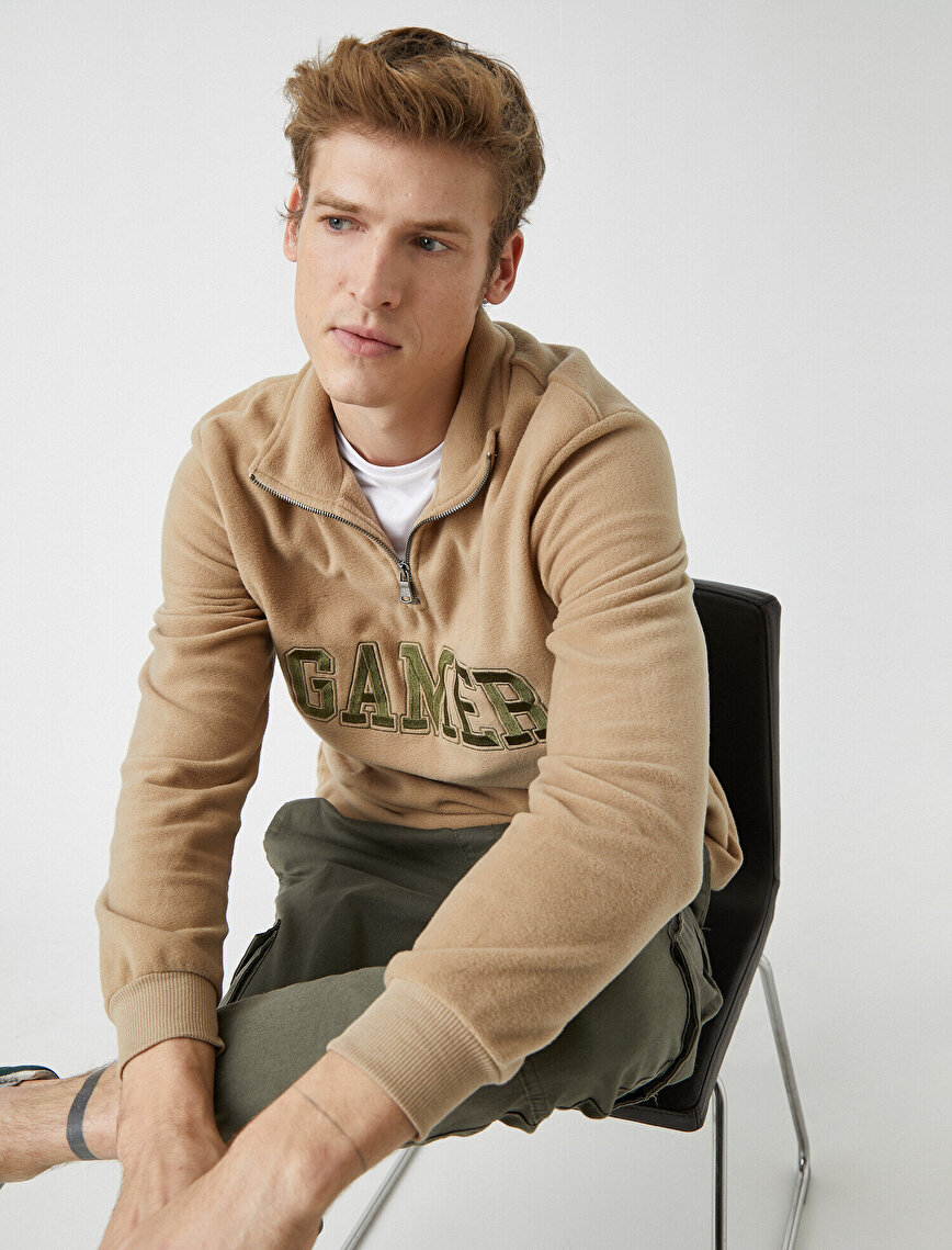 Zipper Detailed Letter Embellished Sweatshirt