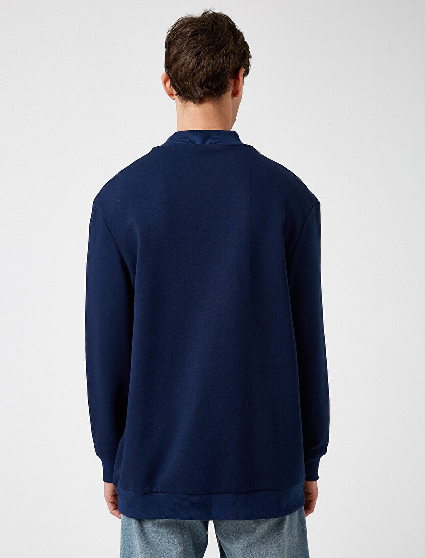 Dik Yaka Cepli Uzun Kollu Sweatshirt