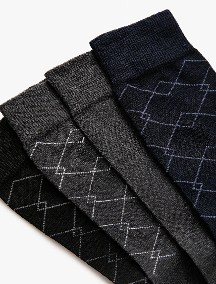 Man 4 Pieces Basic Socks Set