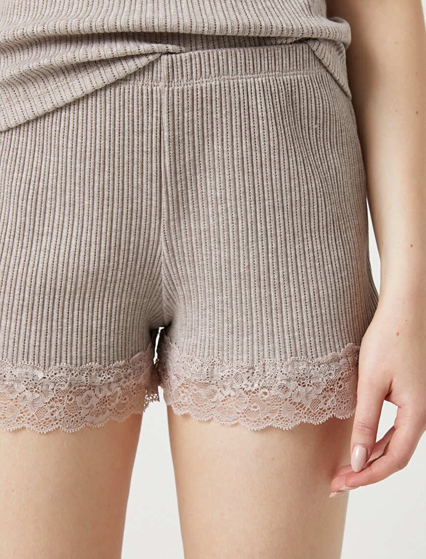 Respect Life | Yaşama Saygı - Organic  Cotton Lace Detailed Shorts
