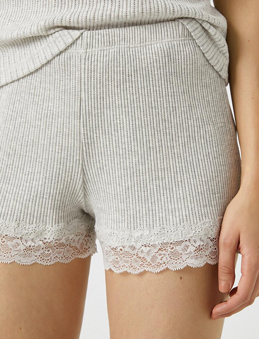 Respect Life | Yaşama Saygı - Organic  Cotton Lace Detailed Shorts