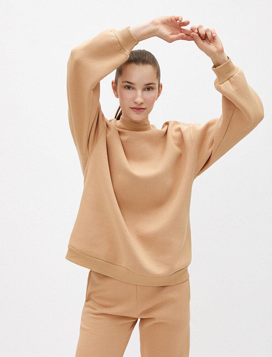 Dik Yaka Oversize Sweatshirt