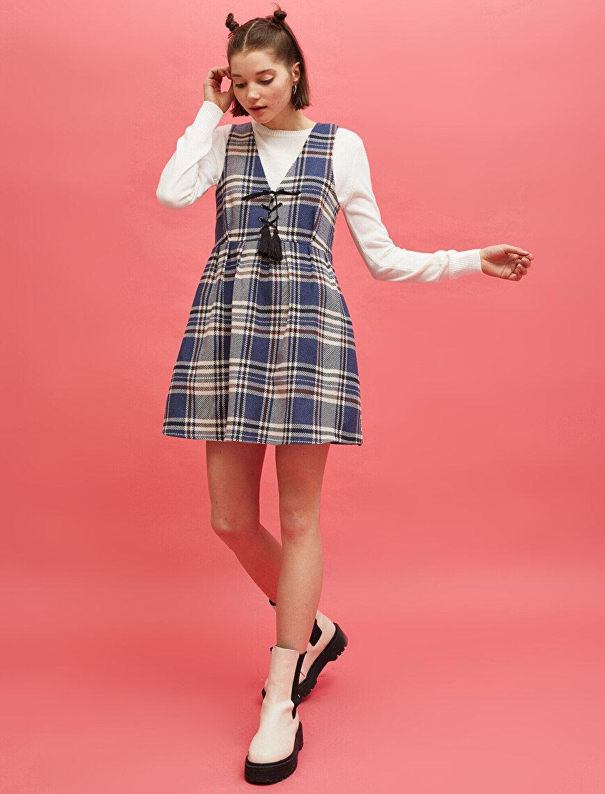 Püskül Detaylı Kolsuz Ekose Elbise