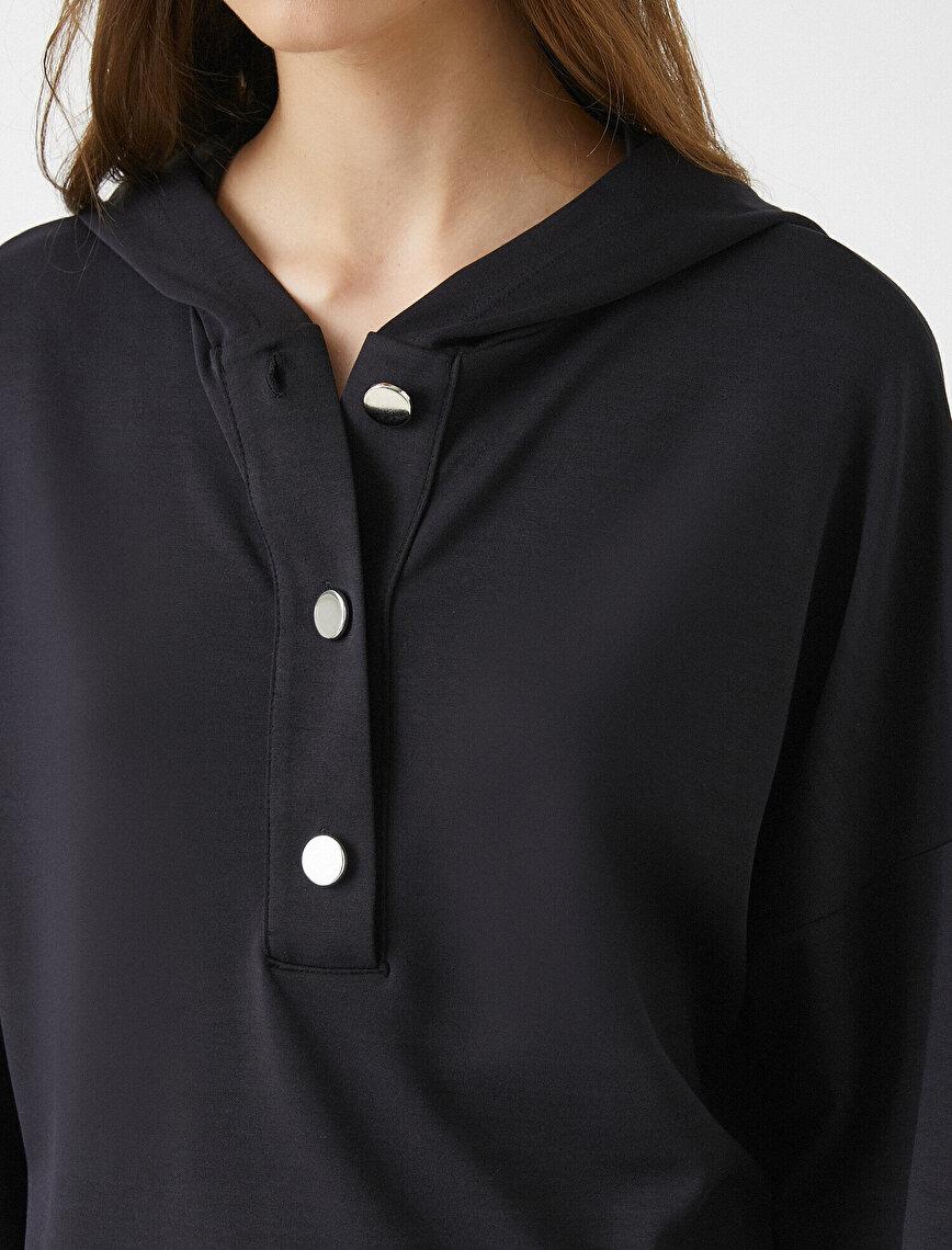 Kapüşonlu Sweatshirt Yakası Düğmeli