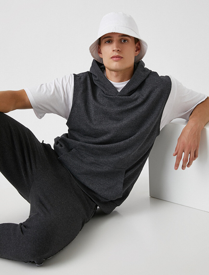 Hooded Sleeveless Sweatshirt