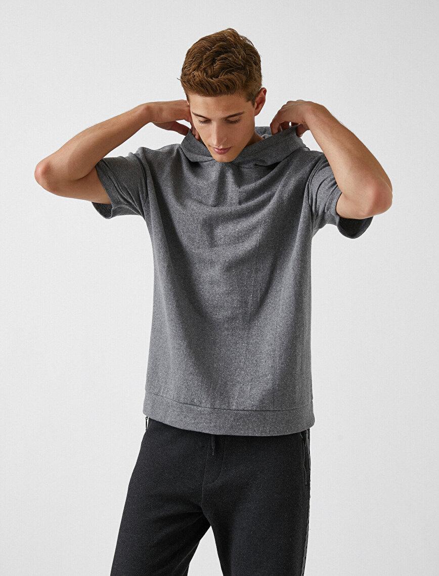 Kısa Kollu Kapşonlu Sweatshirt
