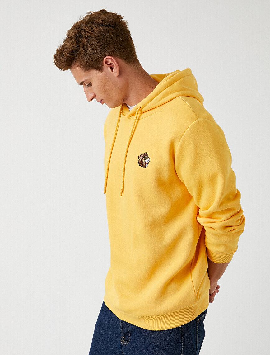 Minimal İşlemeli Sweatshirt Kapşonlu