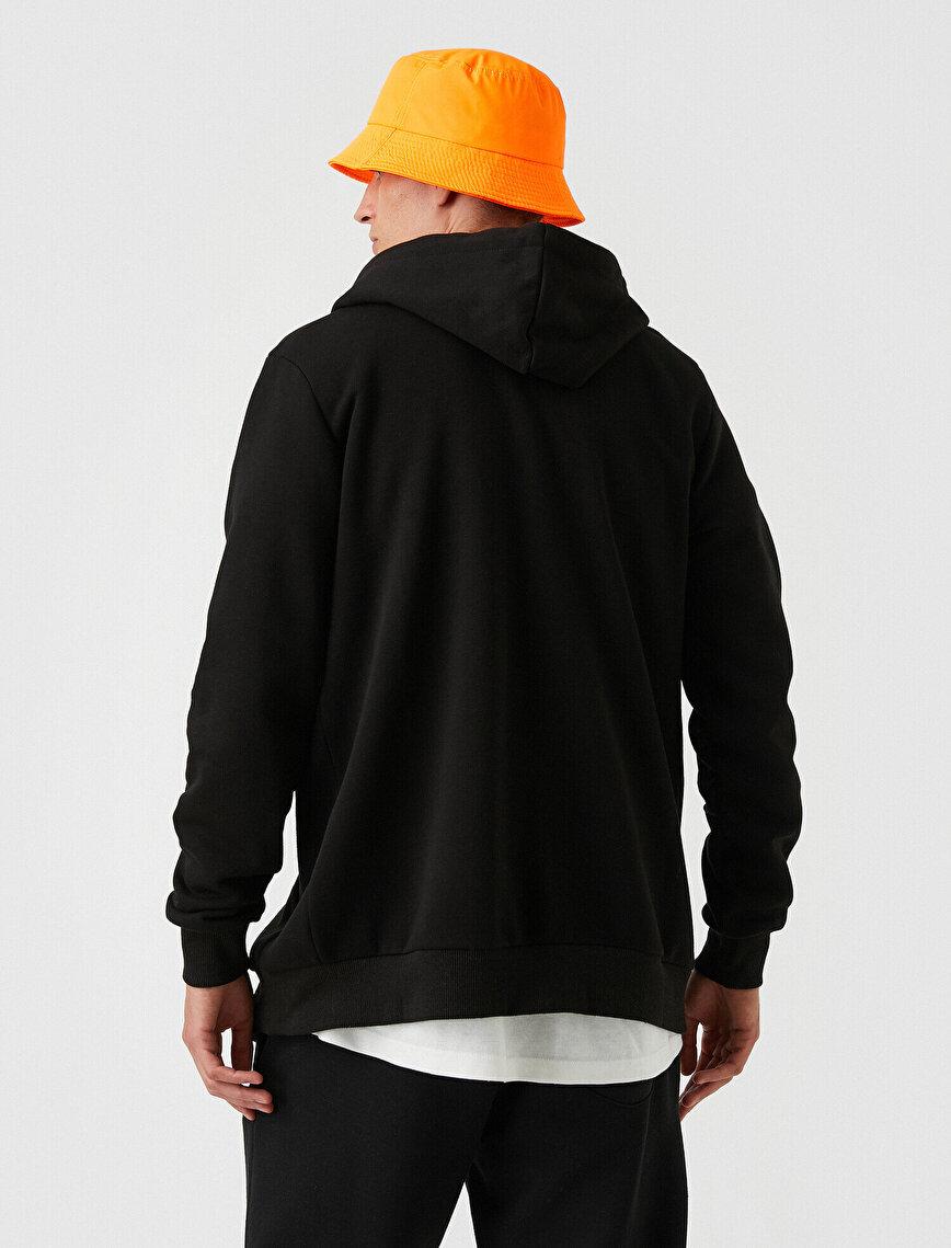 Zipped Sweatshirt Hooded